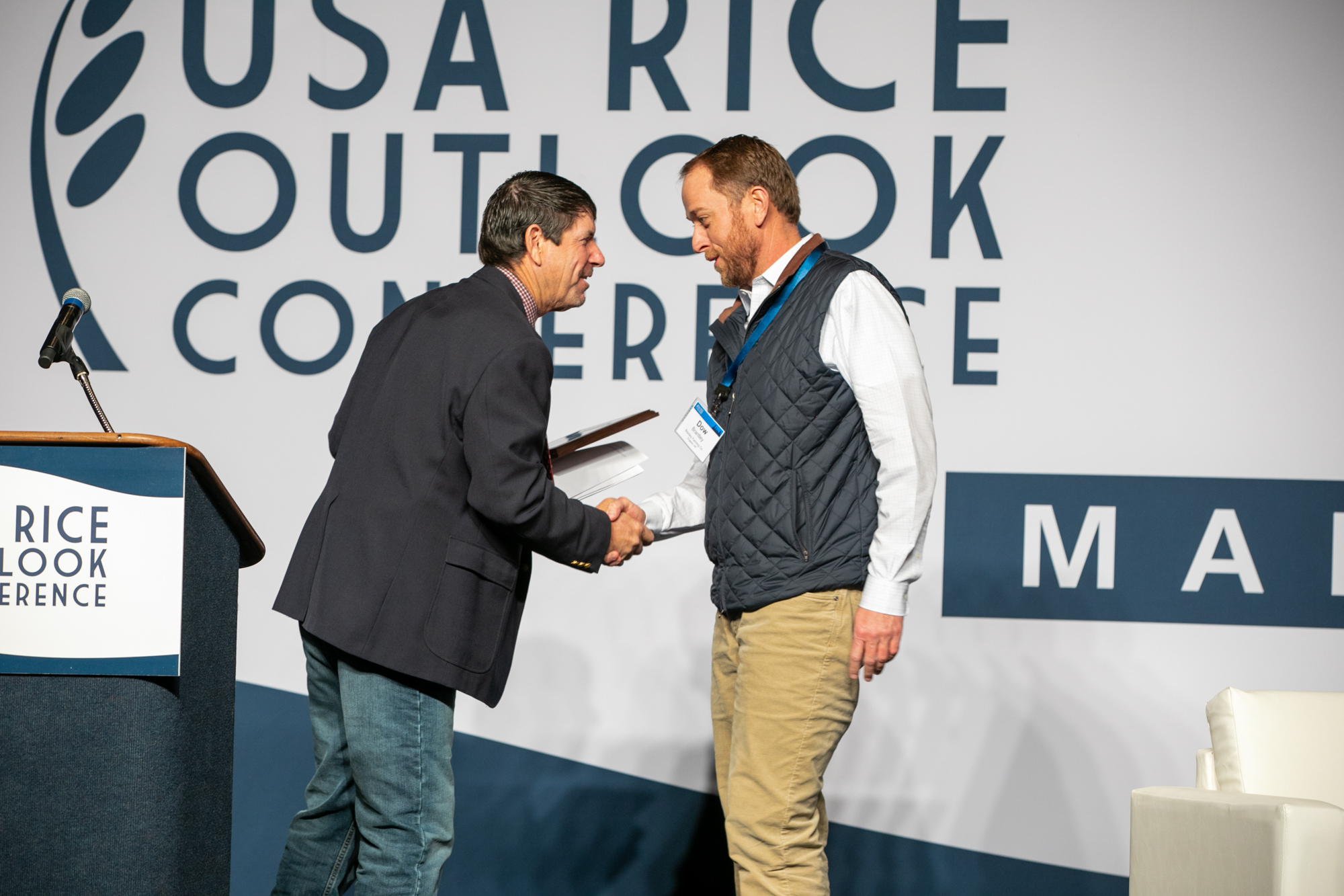 Conservation Committee Chair Leo LaGrande (l.) congratulates award winner Dow Brantley