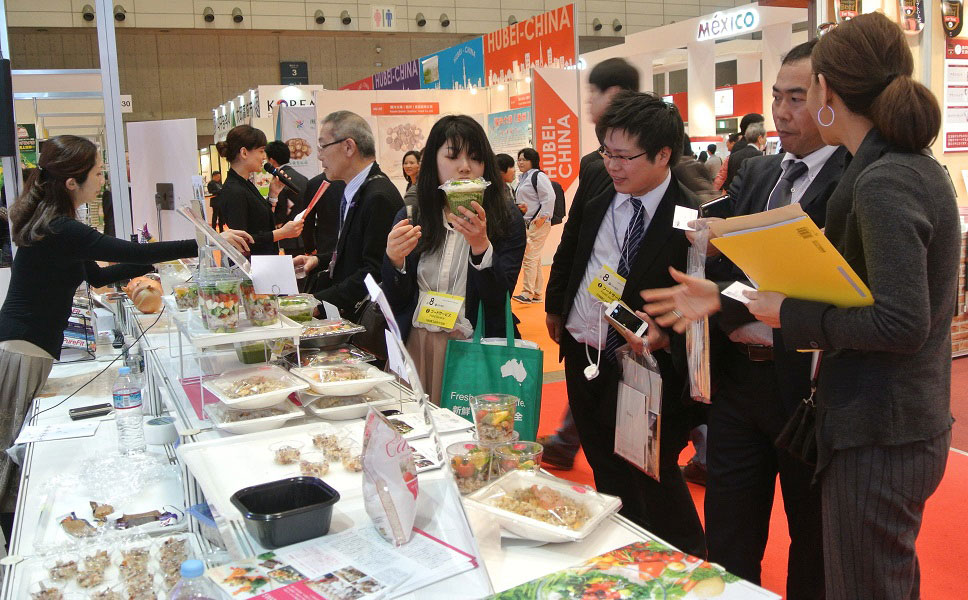 Bustling USA Rice booth at FoodEx in Japan, 2016