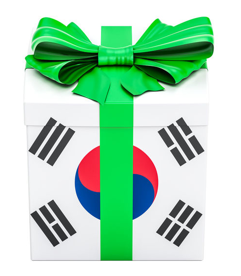 Box gift wrap looks like Korea flag with bright green bow