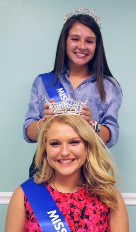 Former AR Rice Queen places tiara on head of this year