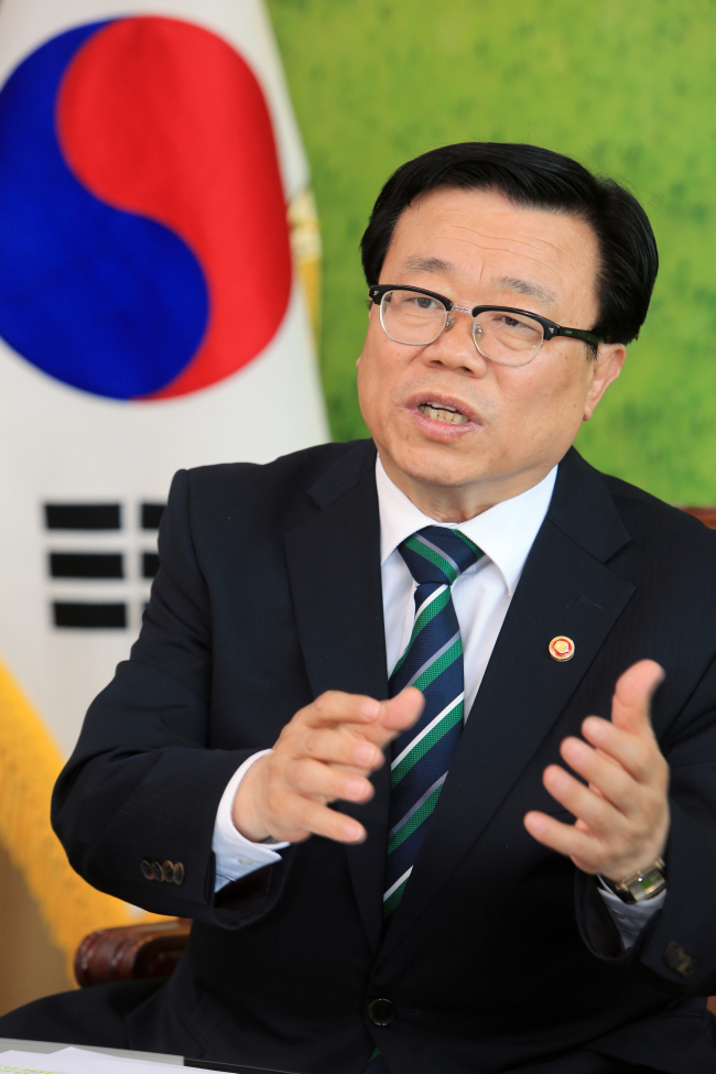South Korean Minister of Ag Lee Dong-phil