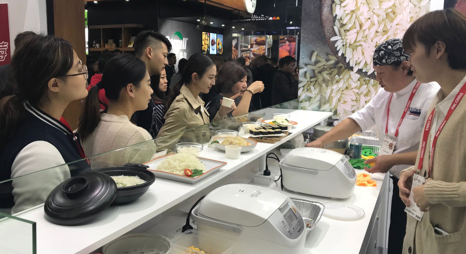 2017 FHC-Food-Show-in-Shanghai, chef rolling sushi with customers looking over booth counter