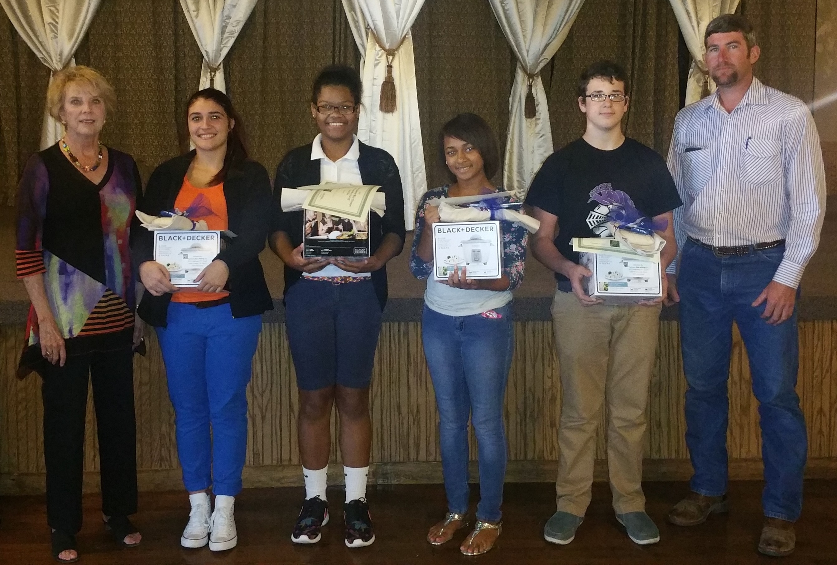 Cal-Cam Rice Cook-Off Winners 2015 hold rice cookers and certificates