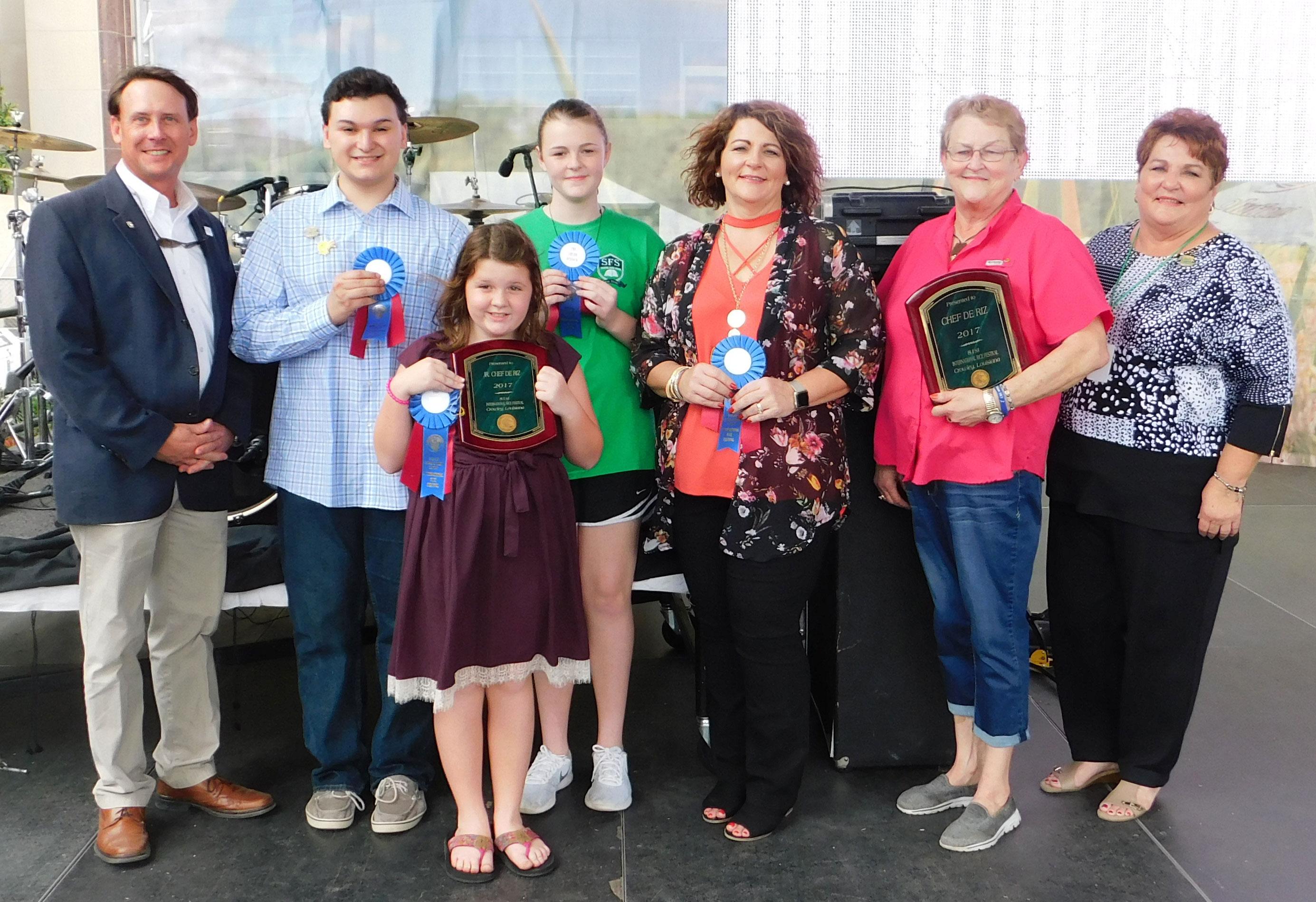 2017 LA-Chef-de-Riz-Contest-Winners, group shot holding awards