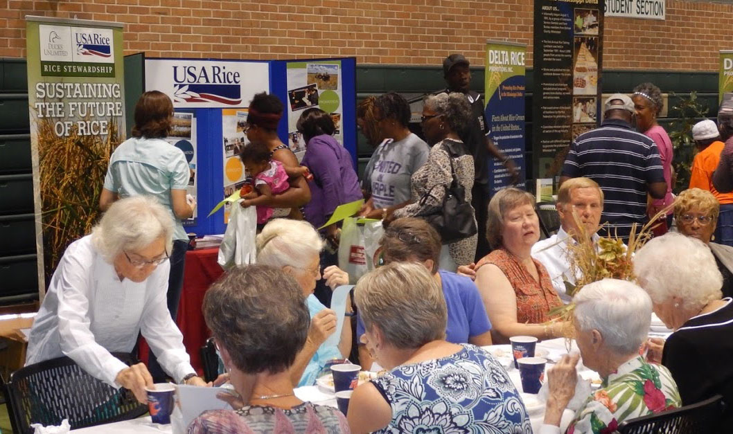 MS-Delta-Rice-Luncheon, people eating & looking at USA Rice booth